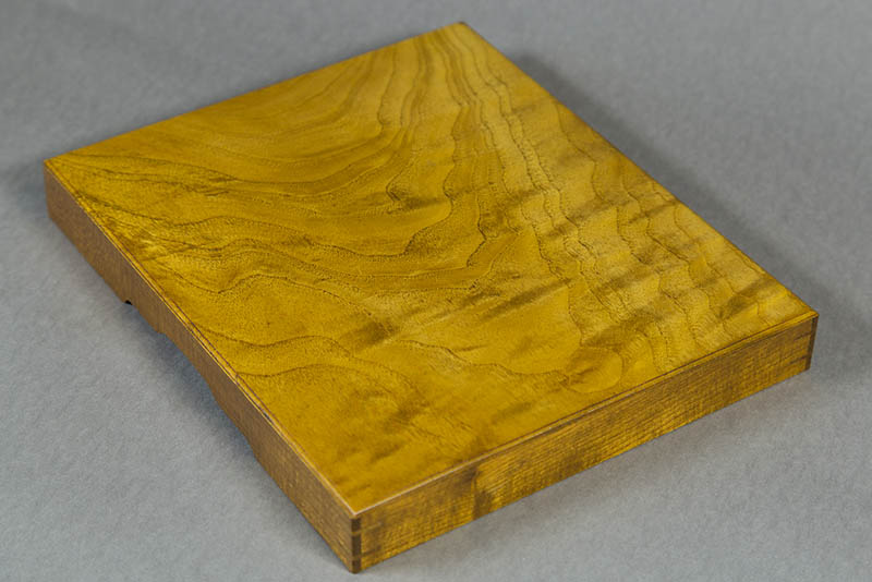 Sample of Shimakuwa mulberry wood showing complex grain Photo: Carlos Santos Barea