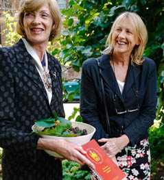 Head Gardener Claire Davies (right) in 2014 with the Lord Mayor, Dame Fiona Woolf with the gift of fresh mulberries from the Queen's mulberry tree